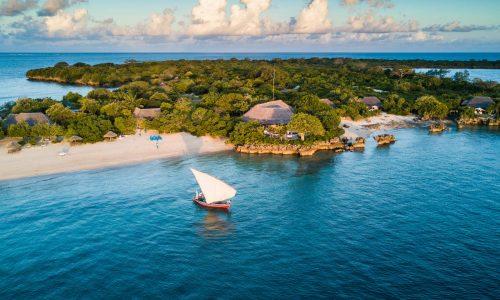 Azura-Quilalea dhow-sailing-main-beach
